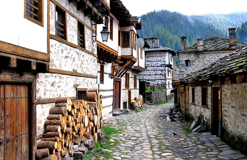 hiking and history tour of bulgaria, shiroka laka