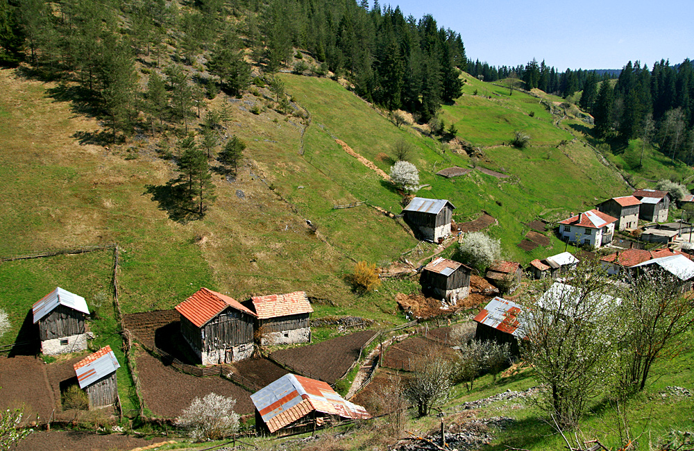 hiking tours in the rhodope, trigrad